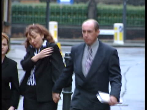 stockvideo's en b-roll-footage met u england yorkshire leeds ext gary hart and wife elaine arriving at court for his trial in connection with the selby train crash ltn - gary w. hart