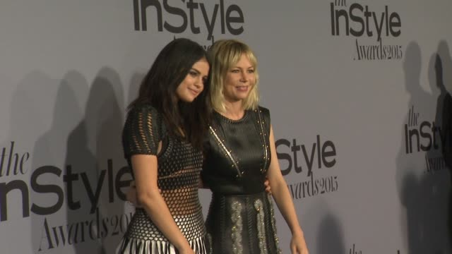 vídeos de stock, filmes e b-roll de selena gomez michelle williams at instyle presents the inaugural 'instyle awards' october 26 2015 in los angeles california - michelle williams