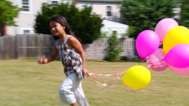 vídeos de stock, filmes e b-roll de corrida de balão de selena em vários clipes 1080 - balão decoração