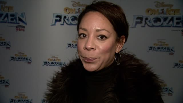 vídeos de stock e filmes b-roll de interview selenis leyva gives thanks to the troops in a very touching way and discusses her thanksgiving plans of simply eating and sleeping at... - símbolo ortográfico
