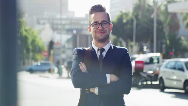vídeos de stock, filmes e b-roll de auto-confiança e sucesso vão de mãos dadas - óculos