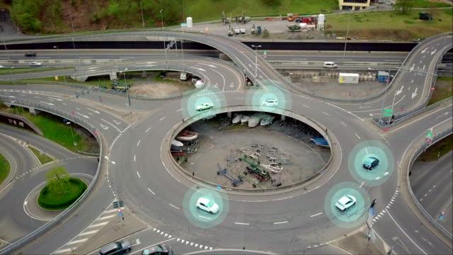 autonome autos auf verkehrskreisen fahren - fühler stock-videos und b-roll-filmmaterial