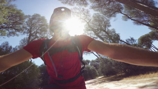 self portrait with action cam: riding a mountainbike bicycle - mountain bike video stock e b–roll