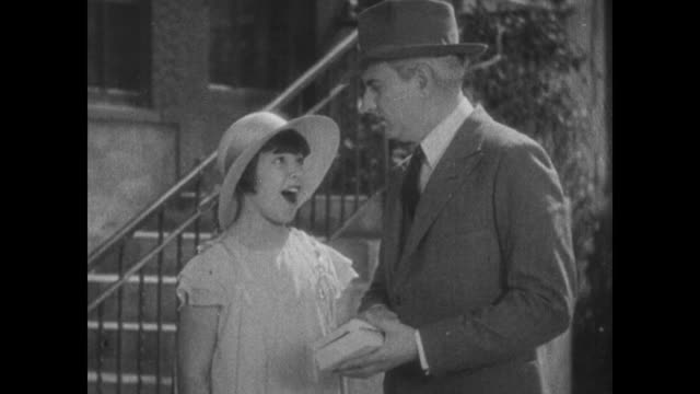 vidéos et rushes de 1931 self satisfied girl (mitzi green) hands stolen jewels to grateful police inspector (eddie kane) - 1931