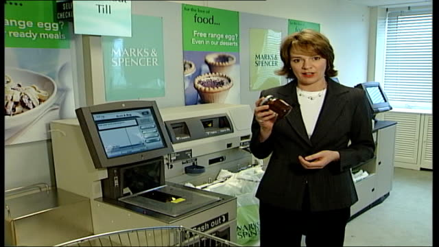 self service checkout scheme woman scanning items through self checkout till i/c checkout assistant scanning goods through till at checkout in branch... - 金融と経済点の映像素材/bロール