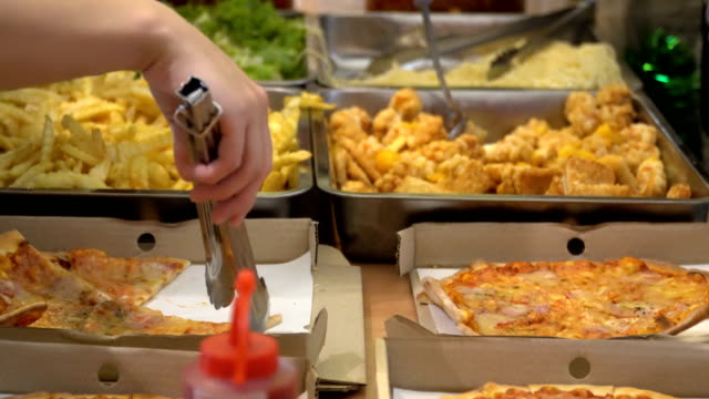 vidéos et rushes de self service alimentaire - unhealthy eating