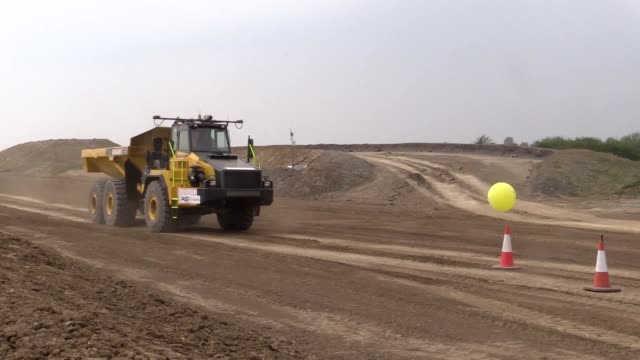 a selfdriving 25tonne dumper truck is being trialled off the a14 in cambridgeshire in a bid to speed up uk roadworks interview with julian lamb... - versteigerung stock-videos und b-roll-filmmaterial