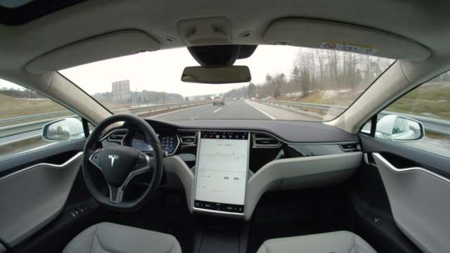 fpv: self-driving fully autonomous tesla driverless car speeding on highway - innovazione video stock e b–roll
