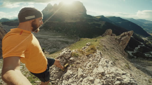 POV Selfie extreme Trail-running-auf dem Berg