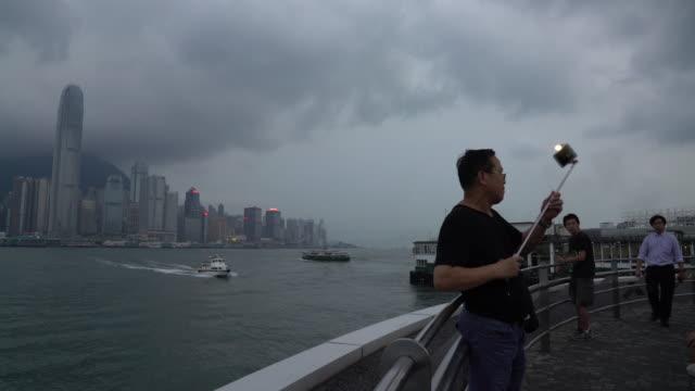 selfie in hong kong - 自分撮り点の映像素材/bロール