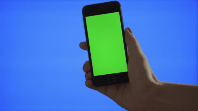 selfie (selbstporträt grünen bildschirm und blau bildschirm - photographing stock-videos und b-roll-filmmaterial