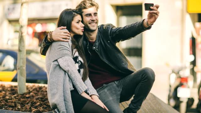 vidéos et rushes de selfie the city - enthousiaste