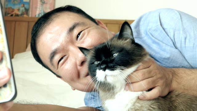 猫と selfie - photographing点の映像素材/bロール