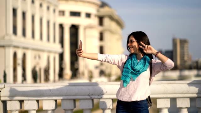 vídeos de stock, filmes e b-roll de selfies em skopje - república da macedônia
