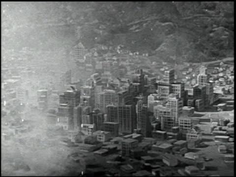 self-preservation in an atomic bomb attack - 15 of 17 - この撮影のクリップをもっと見る 2423点の映像素材/bロール