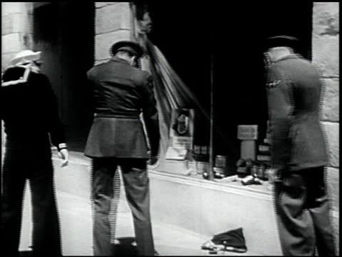 self-preservation in an atomic bomb attack - 16 of 17 - この撮影のクリップをもっと見る 2423点の映像素材/bロール