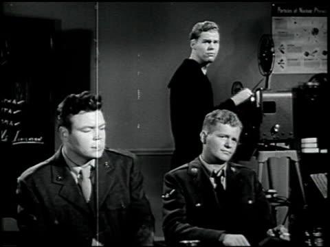 self-preservation in an atomic bomb attack - 2 of 17 - この撮影のクリップをもっと見る 2423点の映像素材/bロール