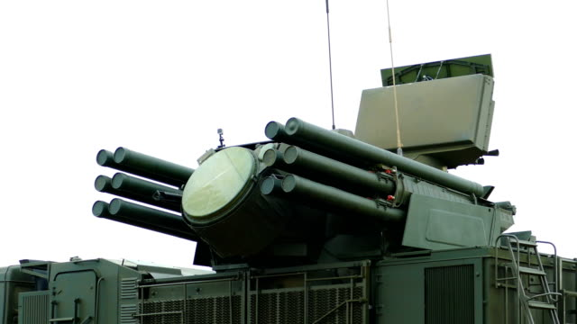 self-propelled antiaircraft missile-gun system of land and sea basing - artiglieria video stock e b–roll