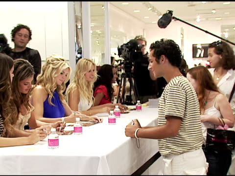 selita ebanks karolina kurkova alessandra ambrosio heidi klum and izabel goulart signing autographs at the victoria's secret launch of very sexy... - karolina kurkova stock videos and b-roll footage