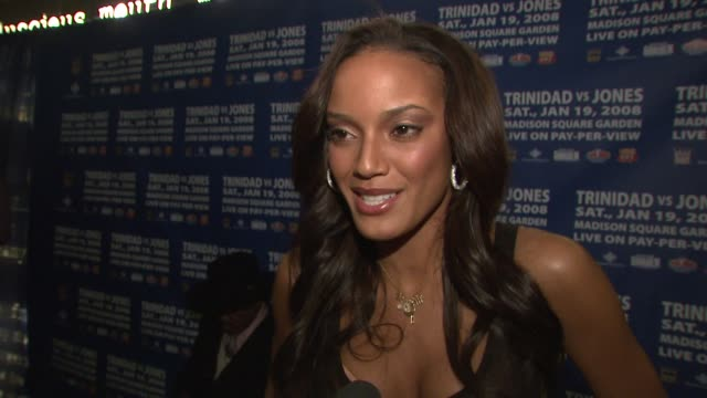 selita ebanks talks about why she's hosting the event tonight, liking sports, having seven brothers and being a tomboy, how she had to call her... - ジェンダー・ステレオタイプ点の映像素材/bロール