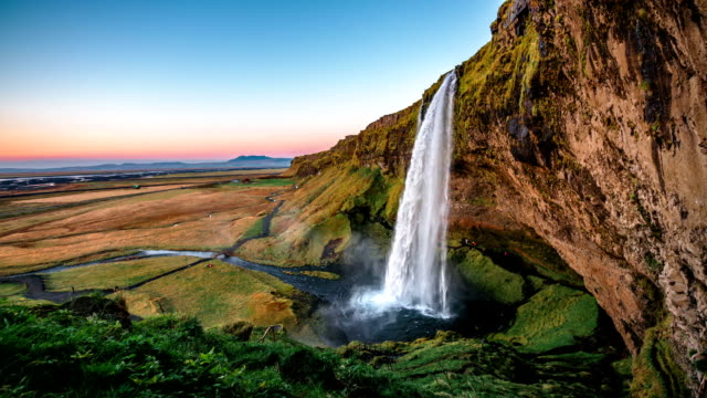 slow motion seljalandsfoss waterfall iceland - 瀑布 個影片檔及 b 捲影像