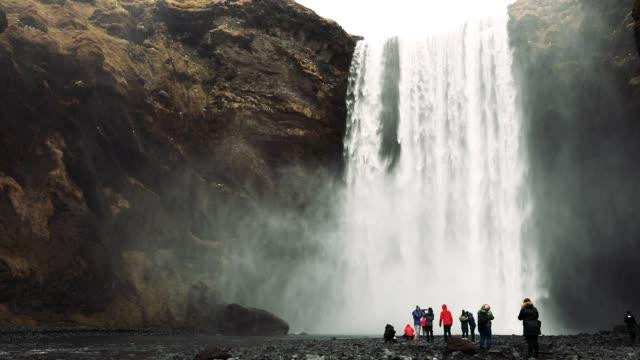 vidéos et rushes de cascade de seljalandsfoss en islande - islande