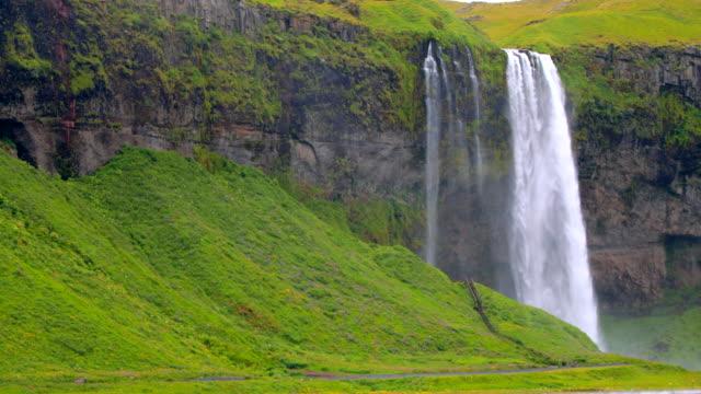 vidéos et rushes de chutes de seljalandsfoss en islande - cascade