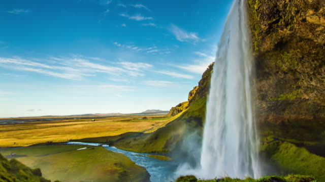 T/L Seljalandsfoss waterfall