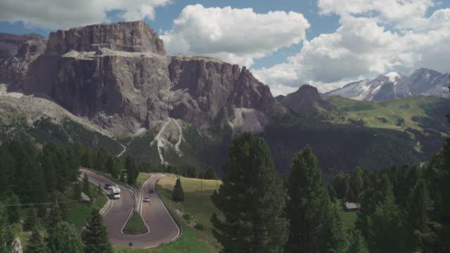 sella mountain pass in front of sas pordoi, dolomites - val di fassa video stock e b–roll