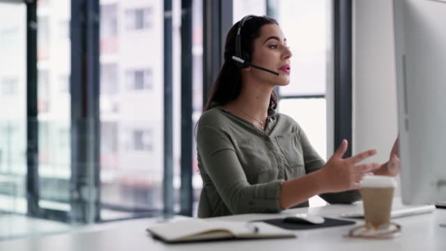 vidéos et rushes de la vente est ce qu'elle fait le mieux - opérateur téléphonique