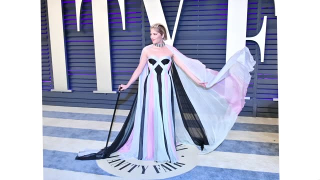 stockvideo's en b-roll-footage met selma blair attends the 2019 vanity fair oscar party hosted by radhika jones at wallis annenberg center for the performing arts on february 24 2019... - vanity fair