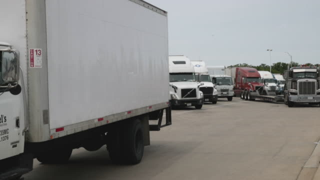 IL: U.S. Trucking Industry Faces Major Slump Due To China Tariffs And Bad Weather