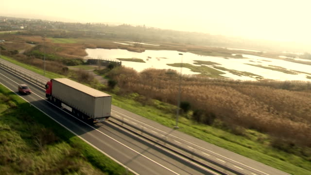 stockvideo's en b-roll-footage met ha ts semi-trailer truck driving on the road - vervoermiddel