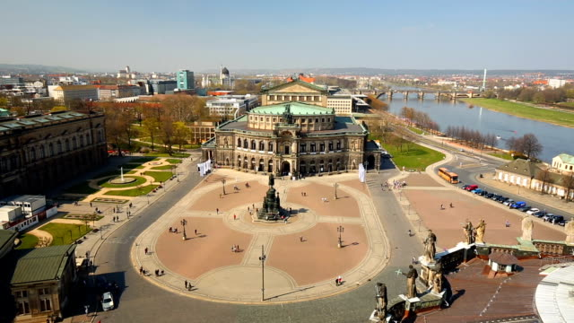 semper opera in dresden, time lapse - wahrzeichen stock videos & royalty-free footage