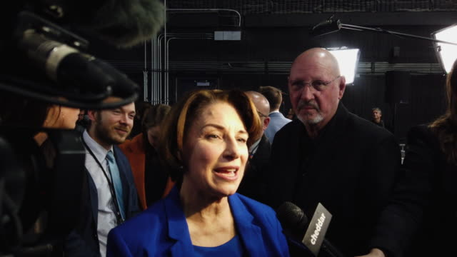stockvideo's en b-roll-footage met sen amy klobuchar speaks to the media after the democratic presidential debate at tyler perry studios november 20 2019 in atlanta georgia ten... - presidentsverkiezing