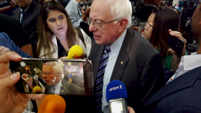 stockvideo's en b-roll-footage met sen bernie sanders speaks to the media in the spin room before the second night of the first democratic presidential debate june 27 2019 in miami... - presidentsverkiezing