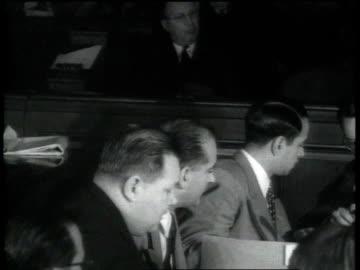 vidéos et rushes de sen. joseph mccarthy questions witness at the h.u.a.c.'s trial of julius and ethel rosenberg / washington d.c., united states - communisme