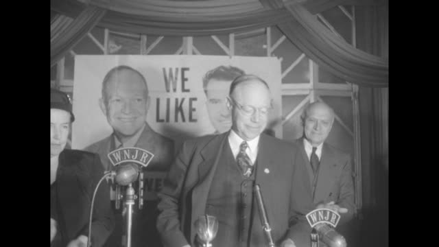 sen robert taft listens to large radio at right // [date unknown for this segment] he speaks at bank of microphones with poster of eisenhower/nixon... - 1952 bildbanksvideor och videomaterial från bakom kulisserna