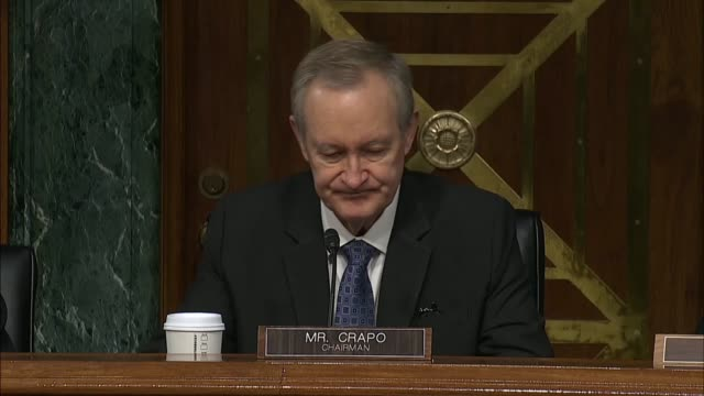 senate banking committee chairman mike crapo of idaho tells federal reserve chairman jerome powell at a semiannual hearing that while the systemic... - 中央銀行点の映像素材/bロール