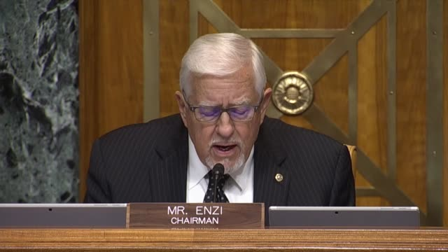 vidéos et rushes de senate budget committee chairman mike enzi of wyoming says covid 19 and the government response were not the root of the long-term budget problem but... - debt
