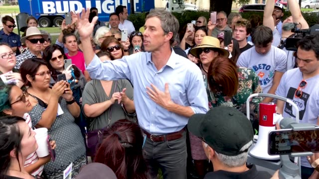 us senate candidate rep beto o'rourke addresses supporters during a campaign stop at moody park october 30 2018 in houston texas with one week until... - usa:s senat bildbanksvideor och videomaterial från bakom kulisserna
