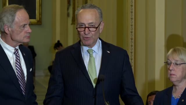 senate democratic leader charles schumer tells reporters at a weekly briefing that he would oppose the nomination of mike pompeo to be secretary of... - 残酷点の映像素材/bロール