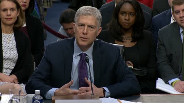 senate judiciary committee chairman chuck grassley of iowa engages supreme court nominee judge neil gorsuch during the first round of questioning on... - 法廷審問点の映像素材/bロール