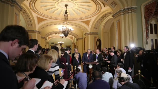 senate minority leader charles schumer talks to reporters following the democratic senate weekly policy luncheon with sen patty murray sen sherrod... - usa:s senat bildbanksvideor och videomaterial från bakom kulisserna