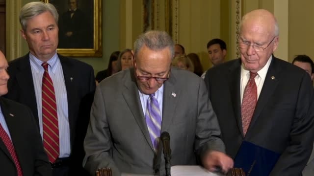 senate minority leader chuck schumer of new york tells reporters at a weekly briefing that for the president's staff secretary to say the letter... - 米民主党点の映像素材/bロール