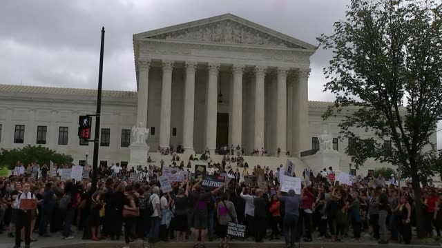 senate set to vote on appointment of brett kavanaugh to supreme court usa washington dc supreme court building various shots protesters with signs... - itv weekend evening news stock-videos und b-roll-filmmaterial