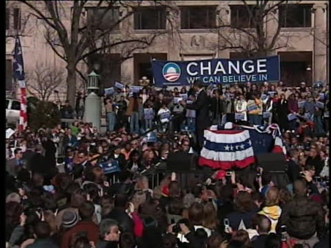 vidéos et rushes de senator barack obama, democratic party presidential candidate, acknowledges candidates for delaware governor before he talks to supporters at a... - 2008