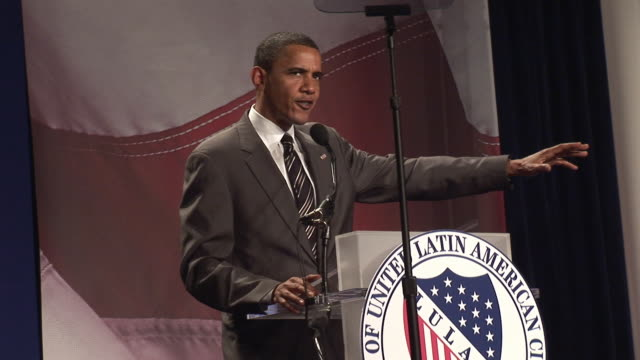 senator barack obama talking about rebuilding roads in iraq at league of united latin american citizens convention during campaign for democratic... - バラク・オバマ点の映像素材/bロール