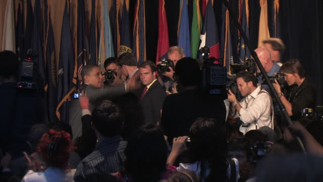 vídeos y material grabado en eventos de stock de senator barack obama walking in crowd of supporters and journalists at league of united latin american citizens convention during campaign for... - traje completo