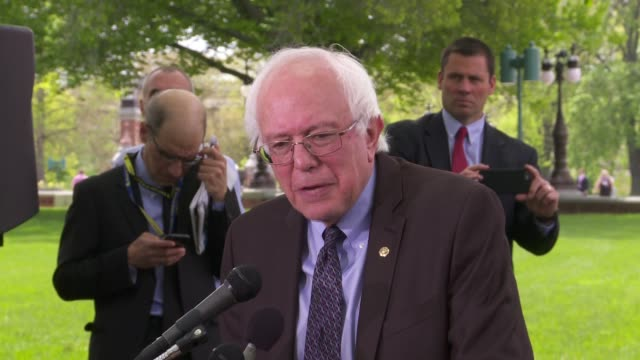 vídeos de stock, filmes e b-roll de senator bernie sanders, independent from vermont, confirms that he intends to run against hillary clinton for the 2016 democratic nomination to run... - bernie sanders